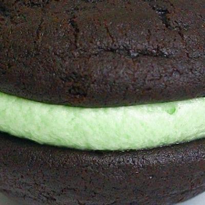 chocolate mint whoopie pie