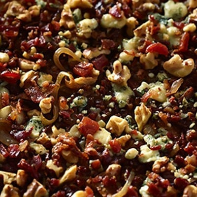 bacon and bleu cheese crumble pizza