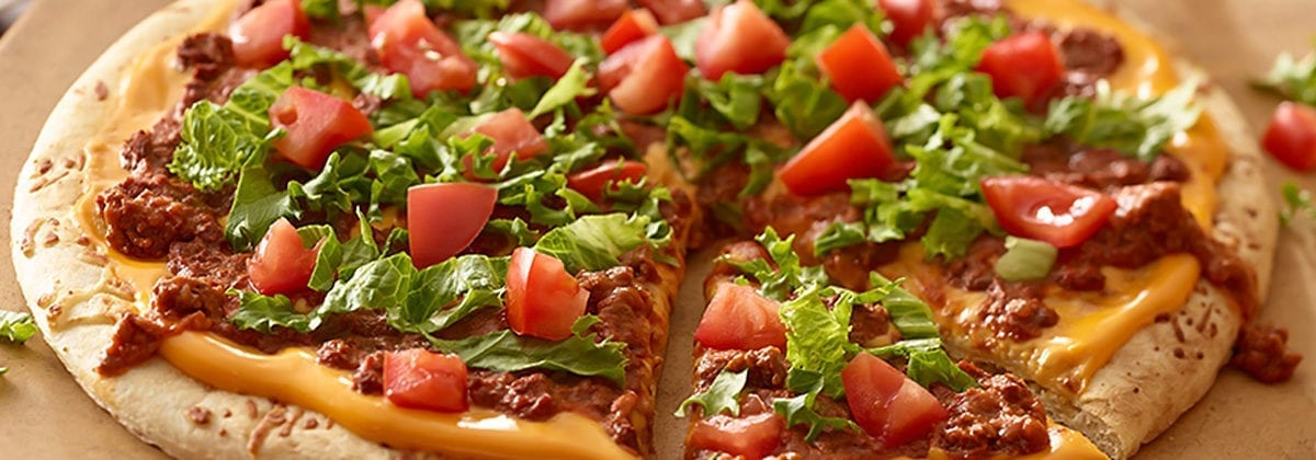 chili pizza with lettuce and tomato