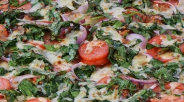 spinach with tomato pizza