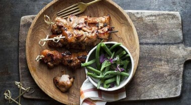 chicken skewers with green beans