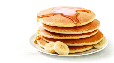 pancakes with syrup and bananas