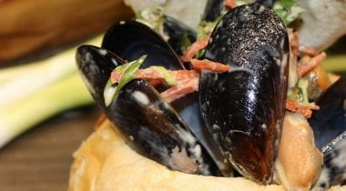 mussels in a bread bowl