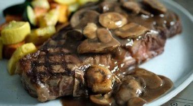 steak with gravy and mushrooms